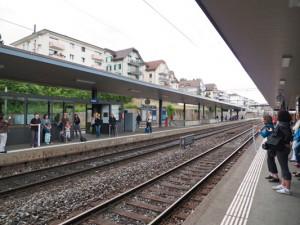 Performance über die Gleise in Thalwil